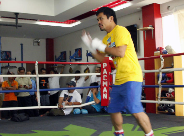 Philippine boxing superstar Manny Pacquiao trains for his upcoming bout with Chris Algieri, at a gym in General Santos City, on the southern island of Mindanao, on September 18, 2014 (AFP Photo/-)