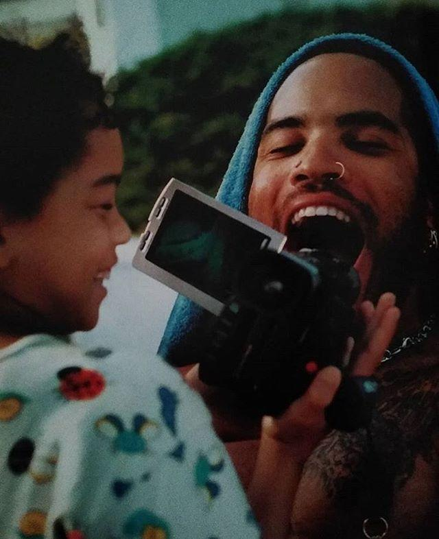 """<p>Kravitz shared a candid photo of her and her father, Lenny Kravitz. </p><p><a href=""""https://www.instagram.com/p/CBtF5bPJlOw/?utm_source=ig_web_copy_link"""" rel=""""nofollow noopener"""" target=""""_blank"""" data-ylk=""""slk:See the original post on Instagram"""" class=""""link rapid-noclick-resp"""">See the original post on Instagram</a></p>"""