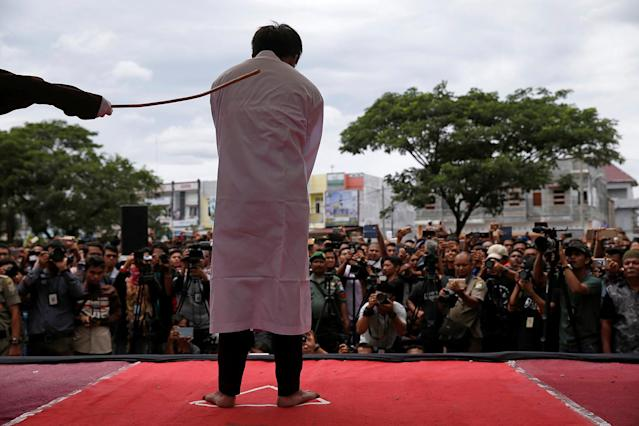<p>An Indonesian man is publicly caned for having gay sex, in Banda Aceh, Aceh province, Indonesia May 23, 2017. (Photo: Beawiharta/Reuters) </p>