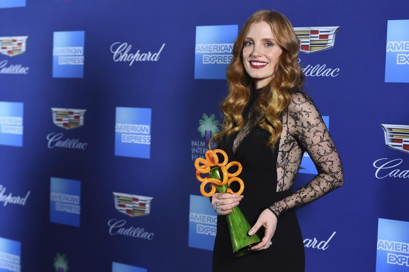 Jessica Chastain poses in the press room with the chairman's award at the 29th annual Palm Springs International Film Festival on Tuesday, Jan. 2, 2018, in Palm Springs, Calif. (Photo by Jordan Strauss/Invision/AP)