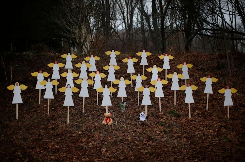 A memorial for the Sandy Hook victims, shown days after the December 2012 shooting. (Photo: Mike Segar / Reuters)