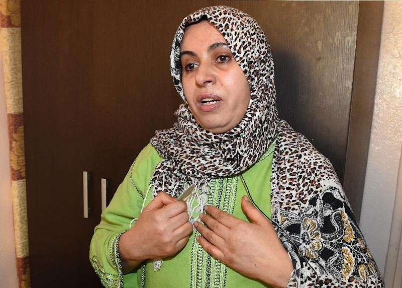 Rachida Habibi, the mother of Yassine Bahti, the Moroccan F-16 pilot whose plane crashed in Yemen, speaks at her home in Casablanca on May 12, 2015 (AFP Photo/Fadel Senna)