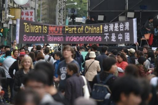 Taiwan goes to polls in historic presidential vote