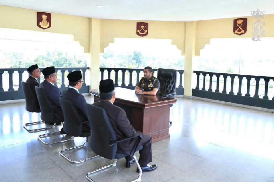 Tunku Ismail Sultan Iskandar receives an audience from SMK Dato' Bentara Luar principal Abdul Razak Hamid, Batu Pahat district officer Ismail Abu, Johor Education Department deputy director and acting director Sahilon Abdul Halim and Batu Pahat district education officer Suhaimi Ismail at his official palace in Pasir Pelangi, April 19, 2021. — Picture via Facebook