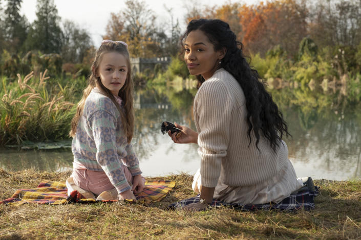 """Amelie Bea Smith (left) and Tahirah Sharif in 'The Haunting of Bly Manor'<span class=""""copyright"""">Eike Schroter/Netflix</span>"""