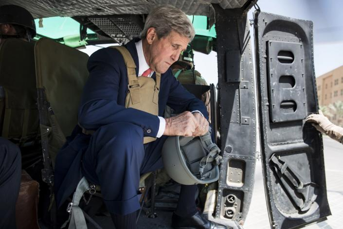 U.S. Secretary of State John Kerry waits in a helicopter in Baghdad September 10, 2014. Kerry arrived in Baghdad on Wednesday as he began a tour of the Middle East to build military, political and financial support to defeat Islamic State militants controlling parts of Iraq and Syria. REUTERS/Brendan Smialowski/Pool (IRAQ - Tags: POLITICS)
