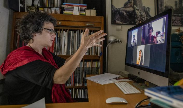 """<span class=""""caption"""">Professors overseas can teach US students about perspectives in other countries. </span> <span class=""""attribution""""><a class=""""link rapid-noclick-resp"""" href=""""https://www.gettyimages.com/detail/news-photo/professor-luisa-ferreira-gives-a-virtual-photojournalism-news-photo/1227419031?adppopup=true"""" rel=""""nofollow noopener"""" target=""""_blank"""" data-ylk=""""slk:Horacio Villalobos#Corbis/Corbis via Getty Images"""">Horacio Villalobos#Corbis/Corbis via Getty Images</a></span>"""