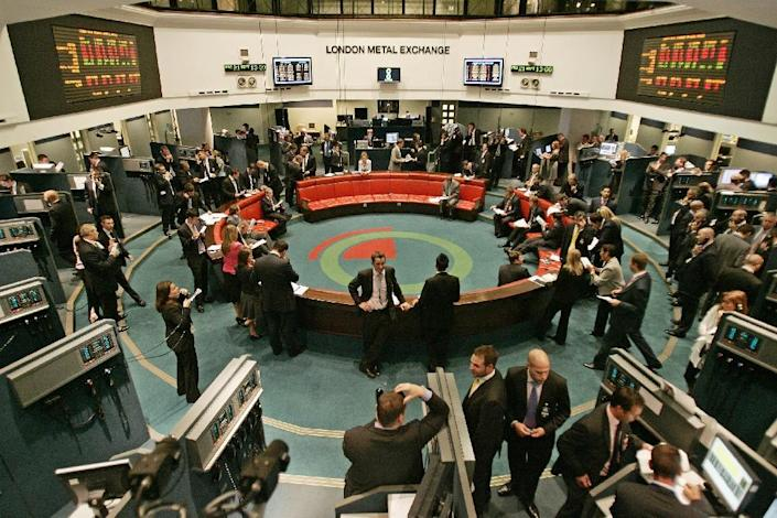 Traders operate in the pit at the London Metal Exchange in central London, 21 September 2007 (AFP Photo/Shaun Curry)