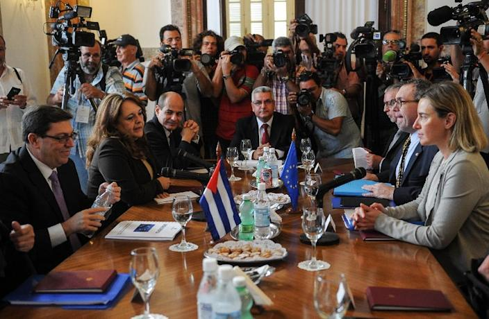 High Representative of the EU for Foreign Affairs and Security Policy Federica Mogherini (R), attends a meeting with Cuban Minister of Foreign Affairs Bruno Rodriguez (L) at the Foreign Affairs Ministry in Havana, on March 11, 2016 (AFP Photo/Yamil Lage)