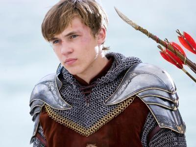 "Peter from ""Narnia"" is all grown up (and still gorgeous!) in the new ""Little Mermaid"" trailer"