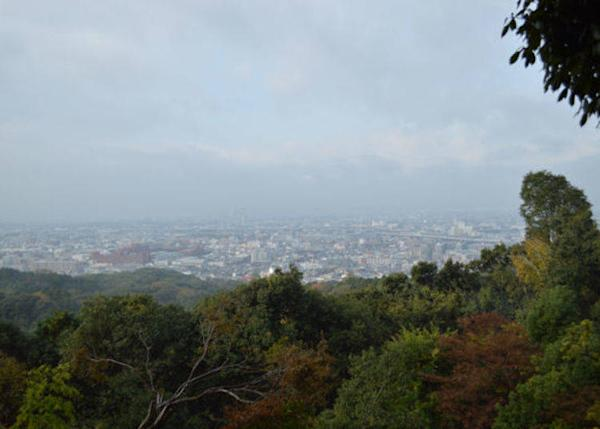▲The view from around Yotsutsuji. A great scenic point where you can see the southern part of Kyoto, and a great place to take a small break.