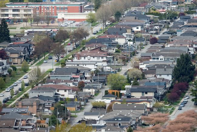 Benchmark price for Greater Vancouver homes drops below $1 million