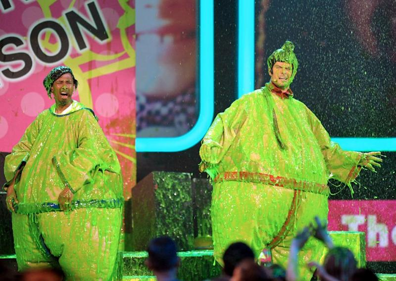 Josh Duhamel and Nick Cannon participate in a zipline race at the 26th annual Nickelodeon's Kids' Choice Awards on Saturday, March 23, 2013, in Los Angeles. (Photo by John Shearer/Invision/AP)