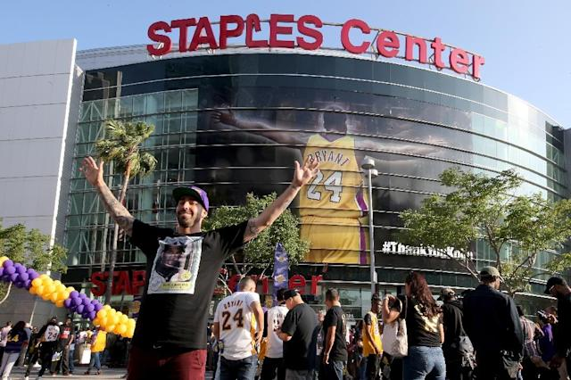 Fans gather outside Staples Center ahead of Kobe Bryant's final NBA game, in Los Angeles, California, on April 13, 2016 (AFP Photo/Sean M. Haffey)