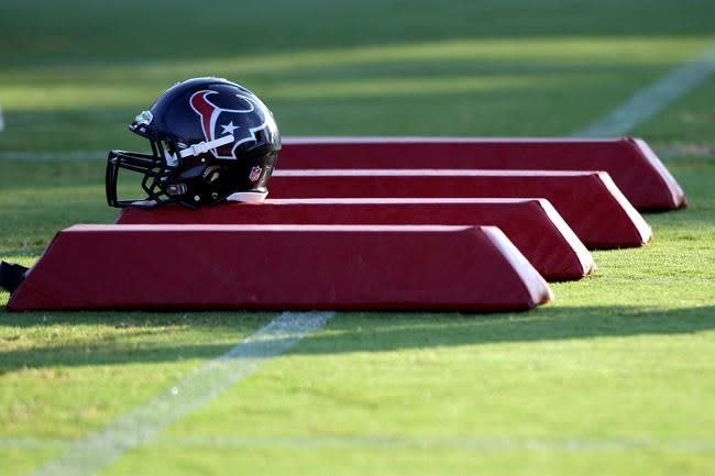 On Football: Training camps' look defines strange times