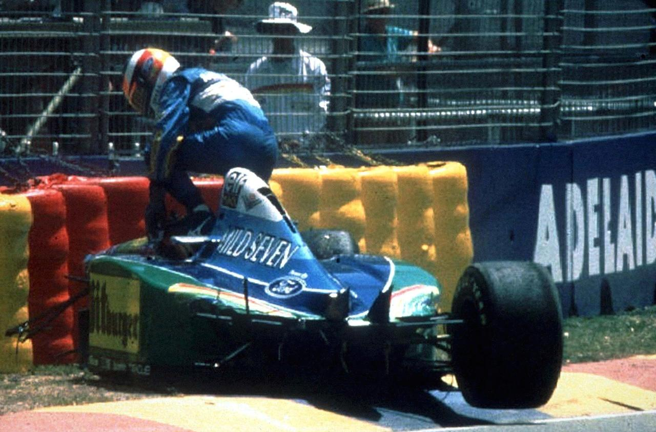 AUSTRALIA - NOVEMBER 11:  FORMEL 1: GP VON AUSTRALIEN 1994 in Adelaid am 11.11.94, Unfall beim Testlauf/Michael SCHUMACHER im Benetton Renault  (Photo by Mark Sandten/Bongarts/Getty Images)