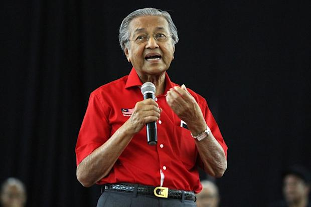 Tun Dr Mahathir Mohammad turned up at the Palace of Justice court complex here on the third day of an ongoing Royal Commission of Inquiry (RCI) into the financial scandal that took place during the first half of his 22-year-long leadership. — Picture by Miera Zulyana