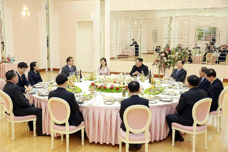 """North Korean leader Kim Jong Un (R from center) showed himself a """"gracious"""" host at the dinner he held for visiting South Korea officials, US analysts say"""