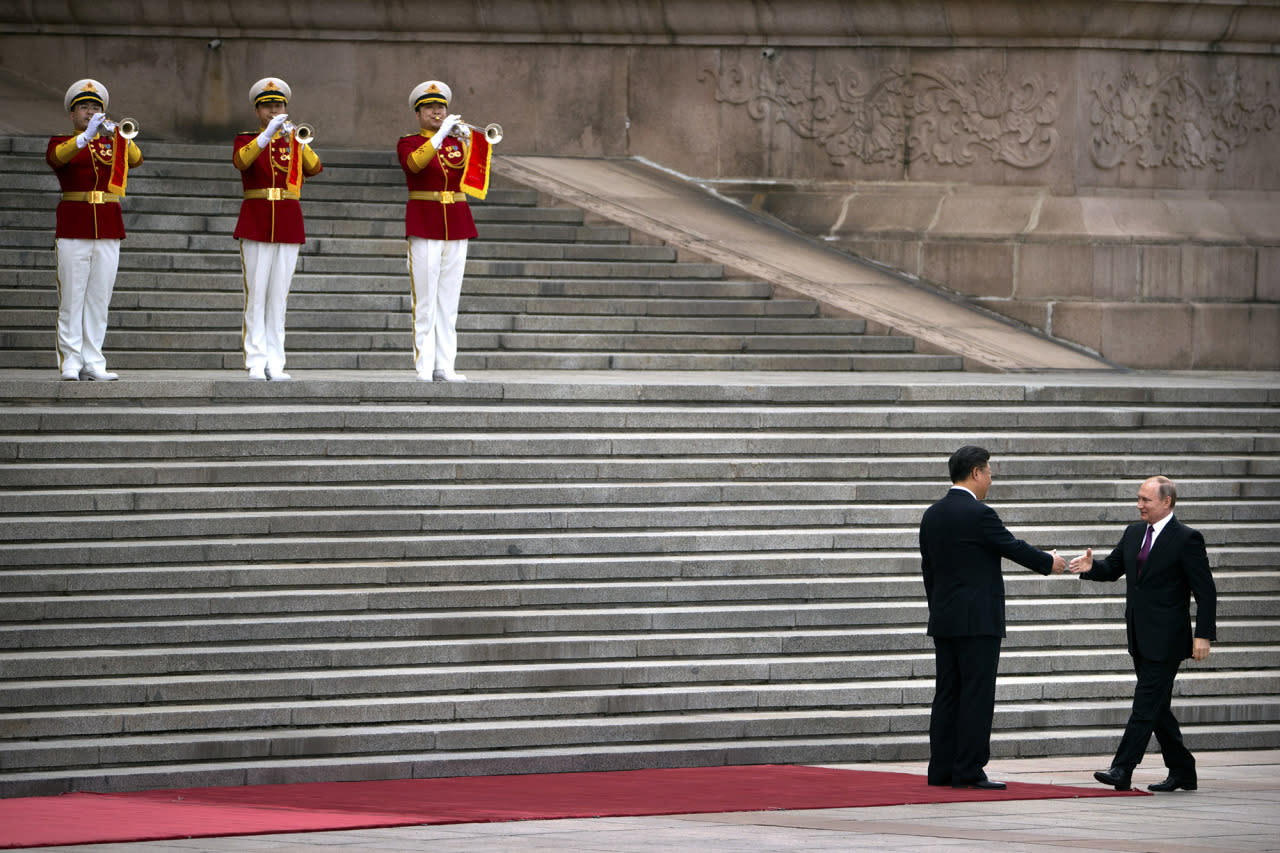 <p>Russian President Vladimir Putin, right, is greeted by Chinese President Xi Jinping as he arrives for a welcoming ceremony at the Great Hall of the People in Beijing, June 25, 2016. (Photo: Mark Schiefelbein/AP) </p>