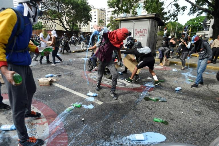 Top Venezuela prosecutor says protesters killed by police