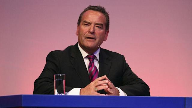Avid Hartlepool United supporter and host of Sky Sports' Gillette Soccer Saturday, Jeff Stelling, gave a no-holds barred rant in regards to the disastrous state that his club find themselves in live on air. Stelling often uses his position as presenter to voice his opinion on the fortunes of the League Two club, but last Saturday he almost lost the plot as he called for manager Dave Jones to get the sack following a 2-0 defeat to Barnet. Jeff Stelling offers to resign if Hartlepool don't sack...