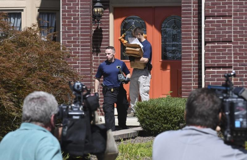 FBI agents carry materials from the home of UAW President Gary Jones during a search of his Canton home on Wednesday, August 28, 2019. (Max Ortiz/Detroit News via AP)