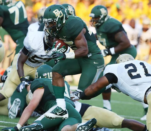 Baylor Bears running back Lache Seastrunk, center, scores past Wofford linebacker Travis Thomas (21), right, during the first half of an NCAA college football game on Saturday, Aug. 31, 2013, in Waco, Texas. (AP Photo/Waco Tribune Herald, Rod Aydelotte)