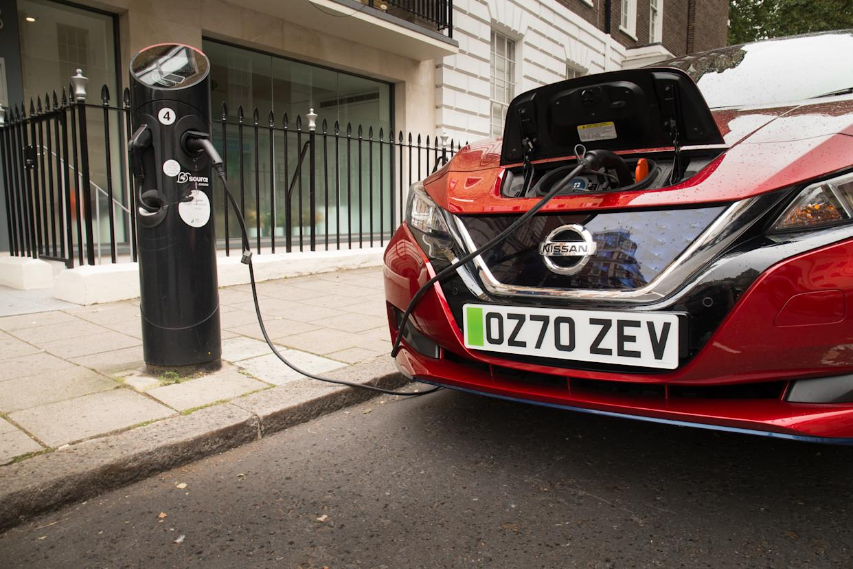 Nissan Leaf with green number plates