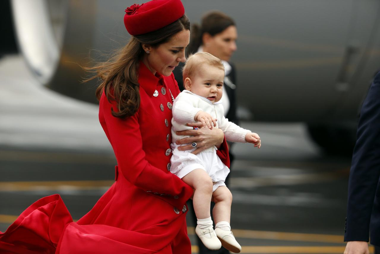 Catherine, the Duchess of Cambridge, holds her son Prince George after disembarking with her husband, Britain's Prince William, from their plane after arriving in Wellington April 7, 2014. The Prince and his wife Kate are undertaking a 19-day official visit to New Zealand and Australia with their son George. REUTERS/Phil Noble (NEW ZEALAND - Tags: ROYALS ENTERTAINMENT)