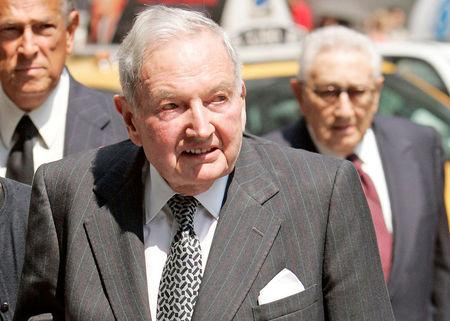 FILE PHOTO -- David Rockefeller arrives at the funeral service for New York socialite and philanthropist Brooke Astor at St. Thomas Church in New York, August 17, 2007. REUTERS/Jeff Zelevansky/File Photo