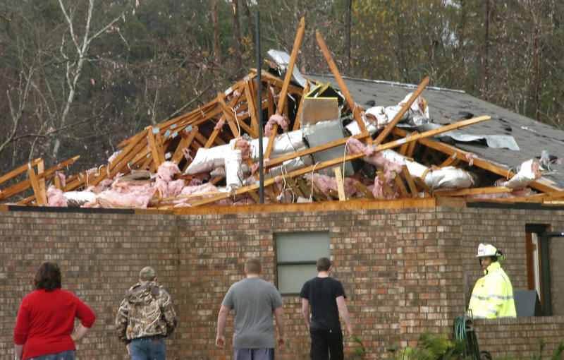 Christmas storms all over US blamed for 2 deaths