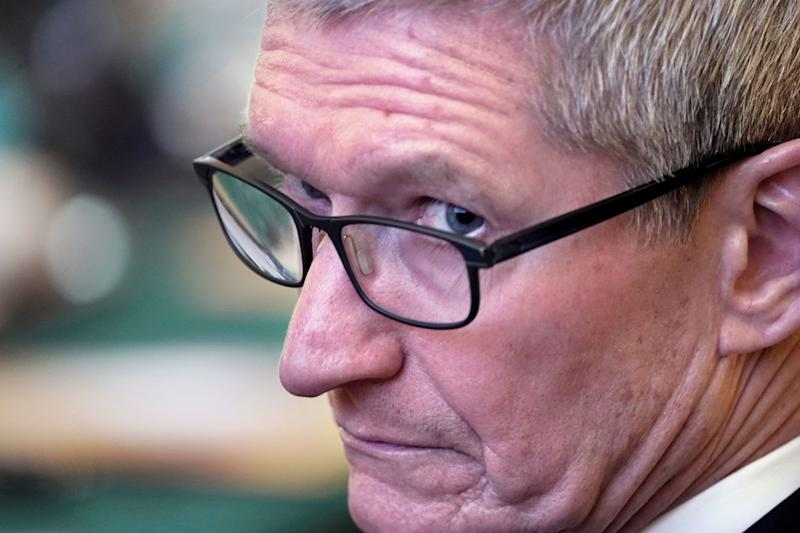 Apple's Tim Cook 'wouldn't be in same situation' as Zuckerberg's Facebook scandal