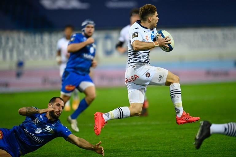 Matthieu Jalibert in flight for Bordeaux-Begles against Castres in the Top 14