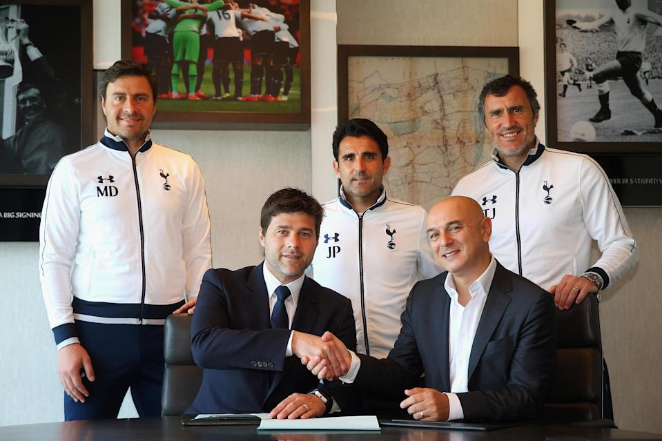 Mauricio Pochettino signing a new contract with Daniel Levy and his coaching stuff in 2016. (Tottenham Hotspur FC via Getty Images)