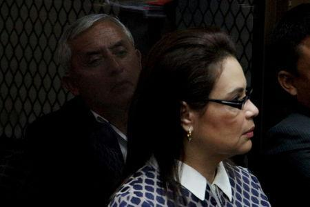 Guatemala's former President Otto Perez Molina (rear) and his former deputy Roxana Baldetti (front) attend a hearing at the Supreme Court of Justice in Guatemala City, Guatemala, March 28, 2016, on charges of conspiracy, customs fraud and bribery charges. REUTERS/Josue Decavele