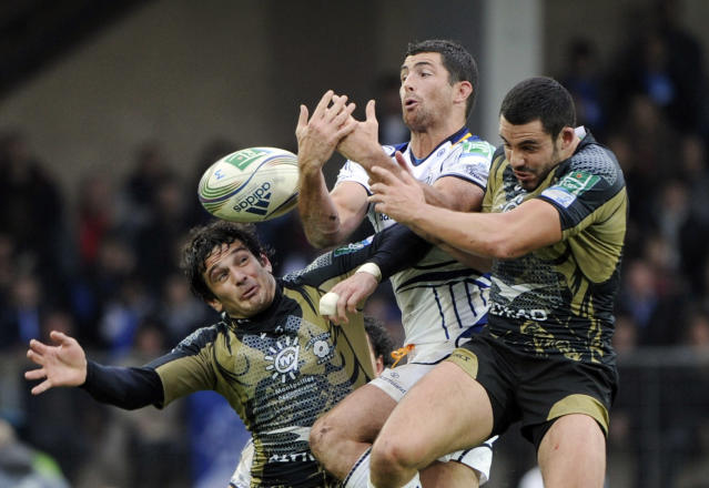 Montpellier's Yoan Audrin (L) and Geoffrey Doumayrou (R) fights for the ball with Leinster's Rob Kearney (C) during the Heineken Cup rugby union match Montpellier vs Leinster on November 12, 2011 at the Mosson stadium in Montpellier. AFP PHOTO / ANNE-CHRISTINE POUJOULAT (Photo credit should read ANNE-CHRISTINE POUJOULAT/AFP/Getty Images)