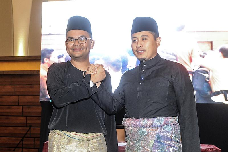 PKR Youth chief Akmal Nasir and his deputy Hilman Idham pose for photos during the AMK Annual National Congress 2018 in Shah Alam November 16, 2018. — Picture by Shafwan Zaidon
