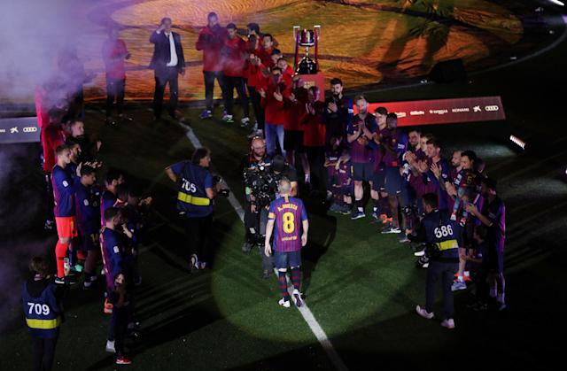 Soccer Football - La Liga Santander - FC Barcelona vs Real Sociedad - Camp Nou, Barcelona, Spain - May 20, 2018 Barcelona players form a guard of honour for Barcelona's Andres Iniesta after the match REUTERS/Albert Gea