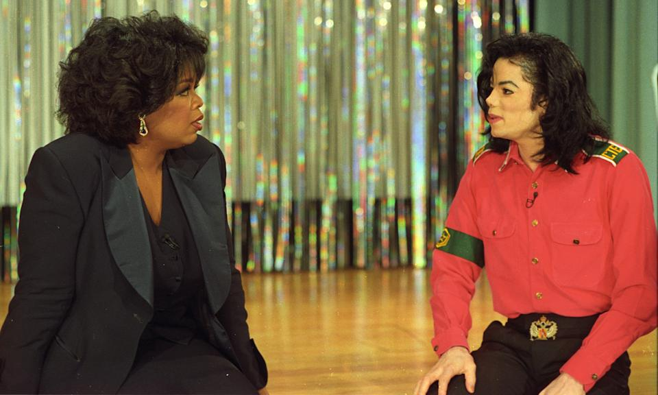 Michael Jackson talks with Oprah Winfrey in this televised interview recorded October 2nd, 1993. SCANNED FROM NEGATIVE. REUTERS/Sam Emerson  PN