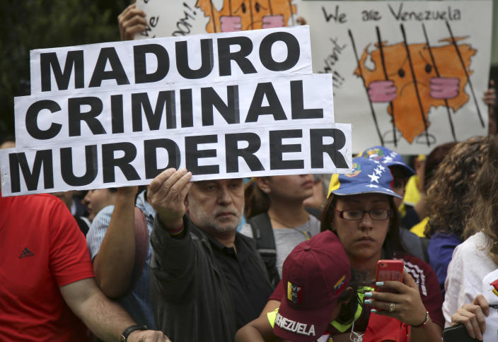 Protesters attend a rally against Venezuelan President Nicolas Maduro outside U.N. headquarters in New York on Sept. 27. (Photo: Seth Wenig/AP)