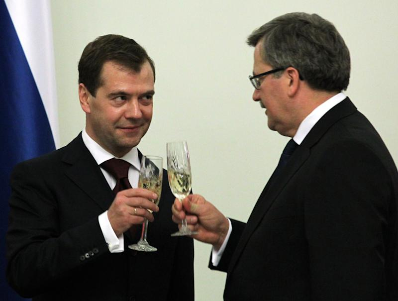 In this Monday, Dec. 6, 2010 photo, Russian President Dmitry Medvedev, left, and Polish President Bronislaw Komorowski toast during dinner at the Presidential Palace in Warsaw, Poland. Medvedev has started a two-day visit to Poland aimed at improving the long-troubled ties between the two nations.(AP Photo/RIA Novosti, Mikhail Klimentyev, Presidential Press Service)