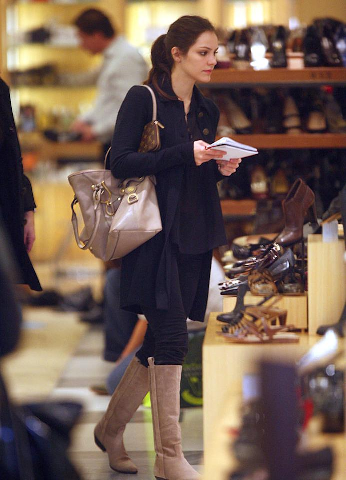 """American Idol"" runner-up Katharine McPhee didn't need extra security while shoe shopping at Barneys New York in Beverly Hills. <a href=""http://www.splashnewsonline.com"" target=""new"">Splash News</a> - December 19, 2007"