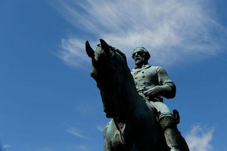 The statue of Confederate General Robert E. Lee sits at the center of the park formerly dedicated to him, the site of recent violent demonstrations in Charlottesville, Virginia, U.S. August 18, 2017.  REUTERS/Jonathan Ernst