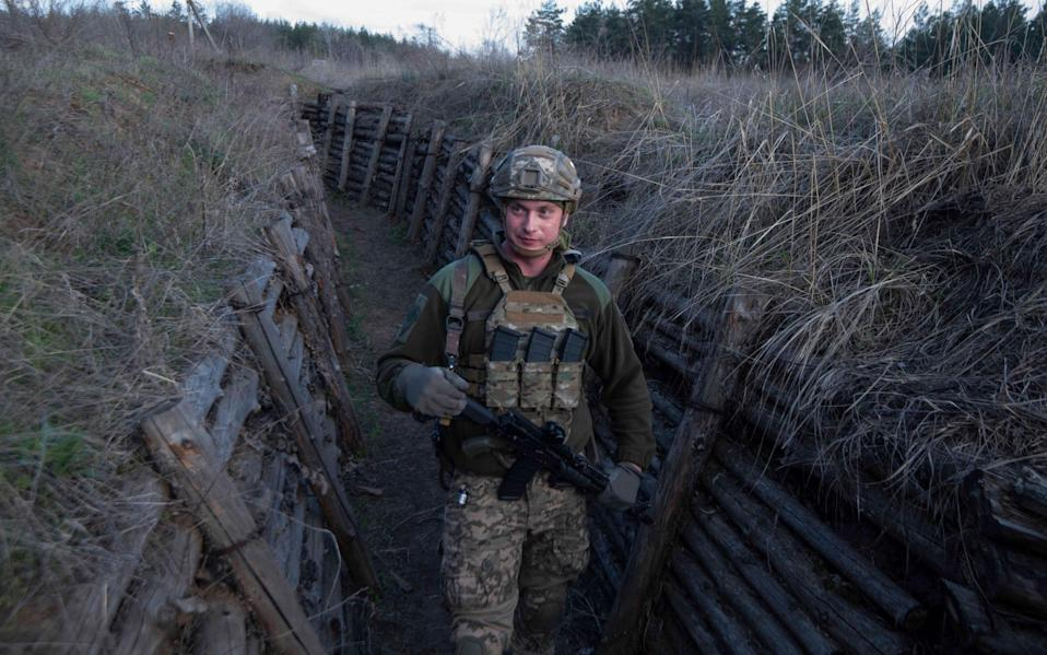 Troops move through trenches along the frontline near Shchastaya, Eastern Ukraine - Julian Simmonds