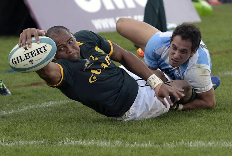 South Africa's Springboks' wing Cornal Hendricks (left) scores a try while tackled by Argentina's Los Pumas' fullback Joaquin Tuculet during their Rugby Championship match at Padre Ernesto Martearena stadium in Salta, Argentina on August 23, 2014