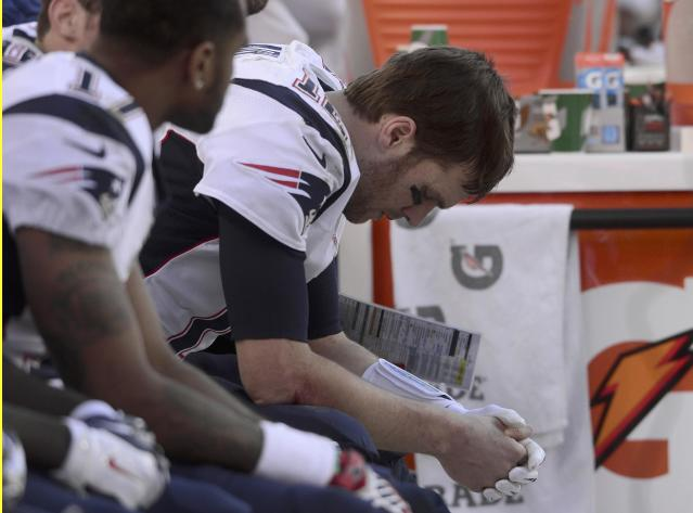 New England Patriots quarterback Tom Brady sits on the bench in the final minutes of the fourth quarter against the Denver Broncos in the NFL's AFC Championship football game in Denver, January 19, 2014. REUTERS/Mark Leffingwell (UNITED STATES - Tags: SPORT FOOTBALL)