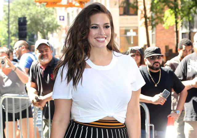 Ashley Graham Posa Otra Vez Sin Photoshop Para Sports