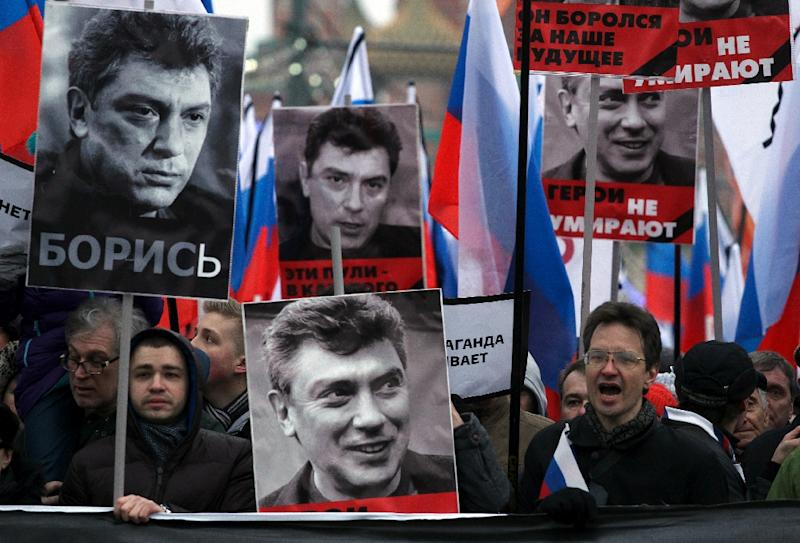 Russia's opposition supporters carry portraits of Kremlin critic Boris Nemtsov during a march in central Moscow on March 1, 2015 (AFP Photo/Sergei Gapon)