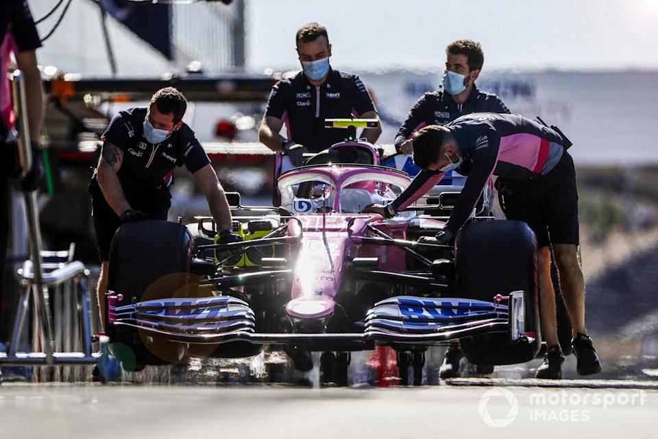"Los mecánicos de Racing Point con el coche de Lance Stroll, Racing Point RP20<span class=""copyright"">Glenn Dunbar / Motorsport Images</span>"
