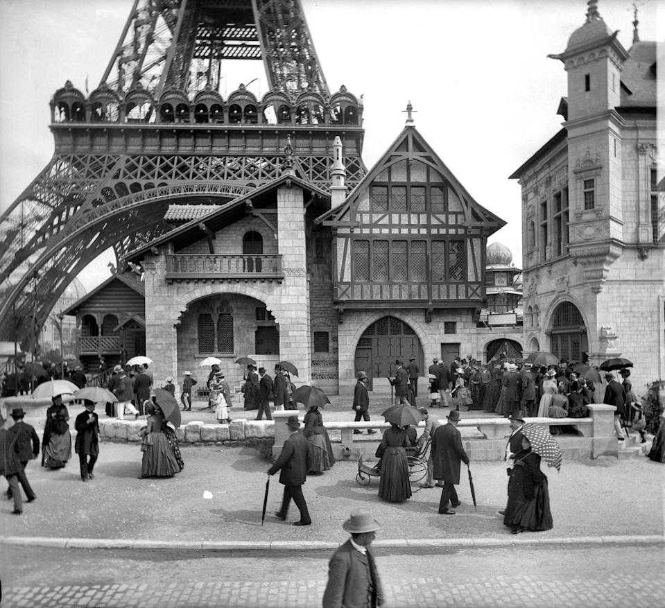 The Venice glass-making pavilion sits at the foot of the Eiffel Tower during the World Fair of 1889.